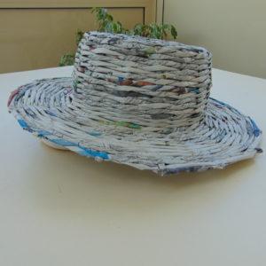 chapeau en papier journal