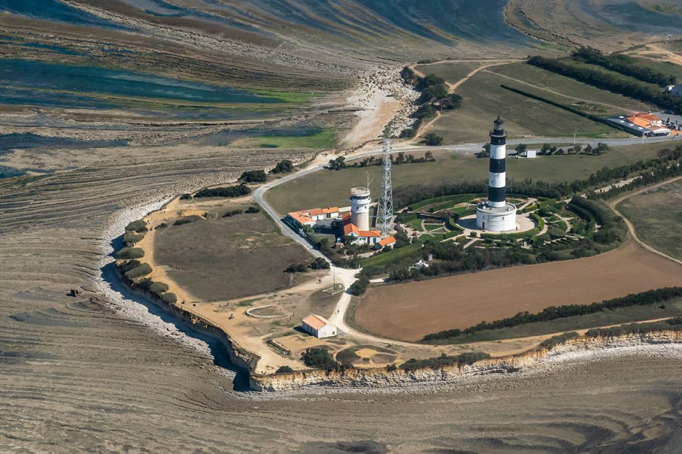 vue-aerienne-du-phare-de-Chassiron-et-de-la-pointe-de-l'île-d'oléron